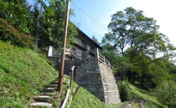 Rustici-in-pietra-con-terreno-(32)
