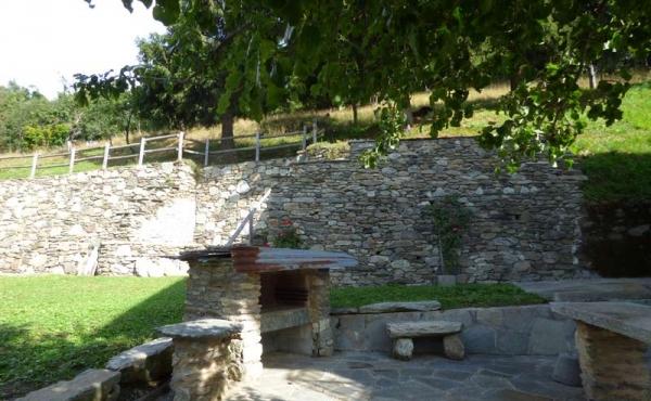 Rustici-in-pietra-con-terreno-(37)