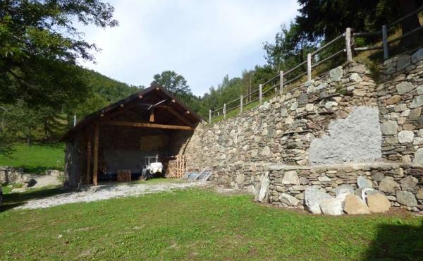 Rustici-in-pietra-con-terreno-(38)