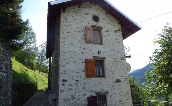 Rustici-in-pietra-con-terreno-(39)