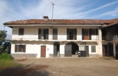 DGL148, Farmhouse situated in a small hamlet between the towns of Dogliani and Monforte d'Alba